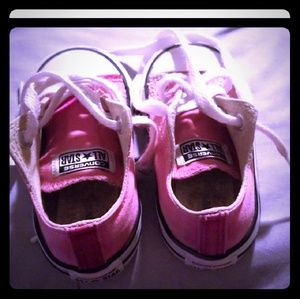 Super Cute authentic Chucks..converse baby pink